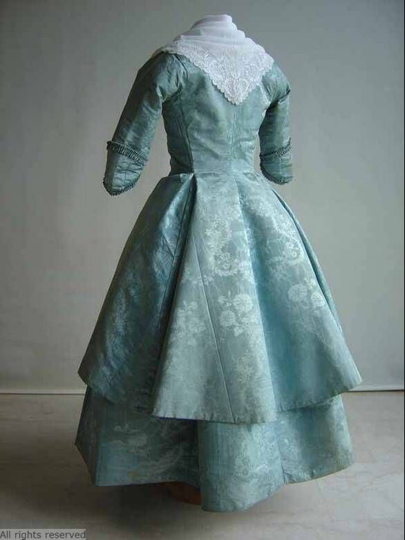 Rear view, caraco and petticoat, The Netherlands, 1780-1800. Light blue silk damasque, blue linen lining.