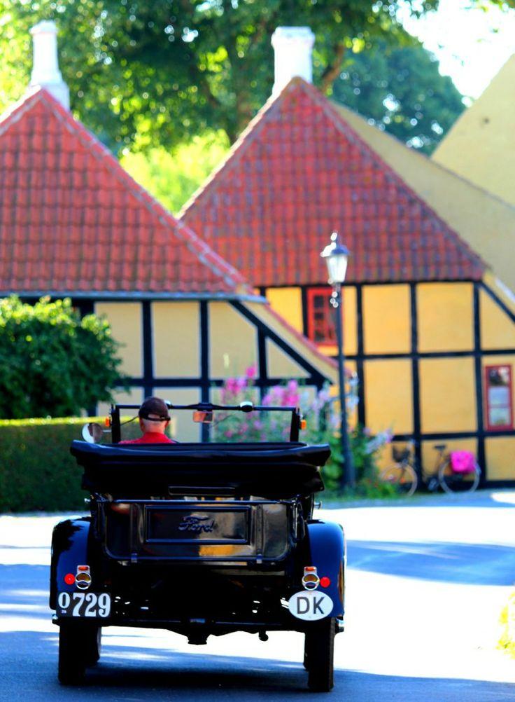 Bag Ærøskøbings idylliske facade findes en levende og velfungerende by. Her: Pilebækken på en sommerdag