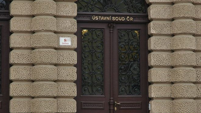 Expolicista Slanina z kauzy Toflova gangu podal ústavní stížnost - EuroZpravy.CZ