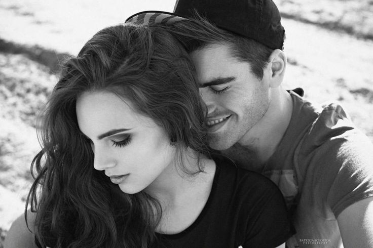 schwarz-weiß Schwarzweissfoto Paar cool Paarshooting Paaraufnahmen rockig