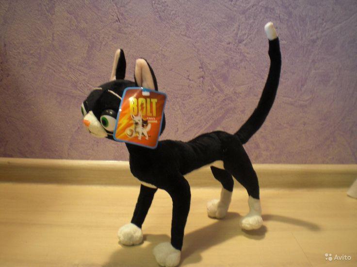 """Мягкая игрушка кошка Варежка (Вольт)  Кошка Варежка лучшая подруга собаки Вольта из мультфильма """"Вольт"""". Размеры игрушки: рост от подушечек передних лап до кончиков ушей 29 см, длина от мордочки до хвоста 26 см. Новая, с этикеткой. = 2000 руб."""