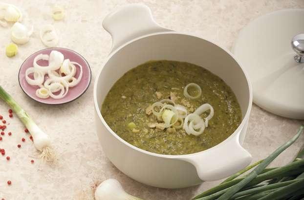Zuppa di cipolle e porri realizzata con pentole e tegami TVS, leader nel settore Made in italy. Un comford food dal sapore mediterraneo perfetto per questa stagione. http://www.alice.tv/ricette-cucina/minestre-zuppe/zuppa-cipolle-porri-tvs