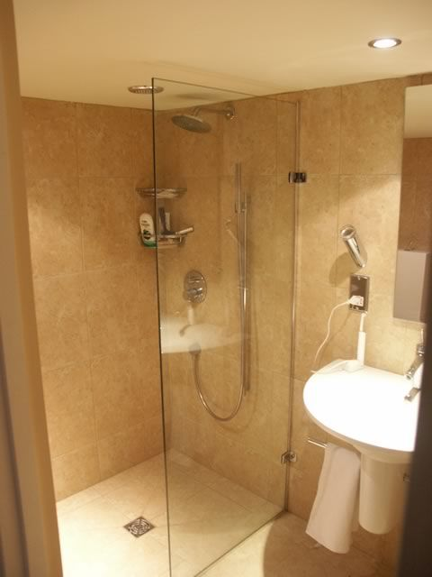 Small wet room ideas uk google search ensuite for Small bathroom uk