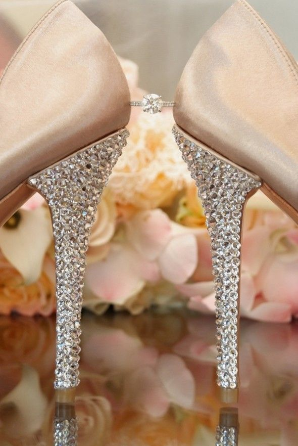 (bejewled bridal shoes by Tonya Malay Photography)  just like the time she put into set up here