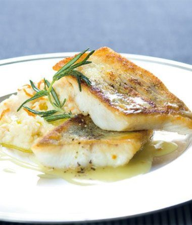 Pyré: celer dejte do hrnce, zalijte mlékem a na velmi slabém plameni vařte asi 30-40 minut, až se tekutina tém...