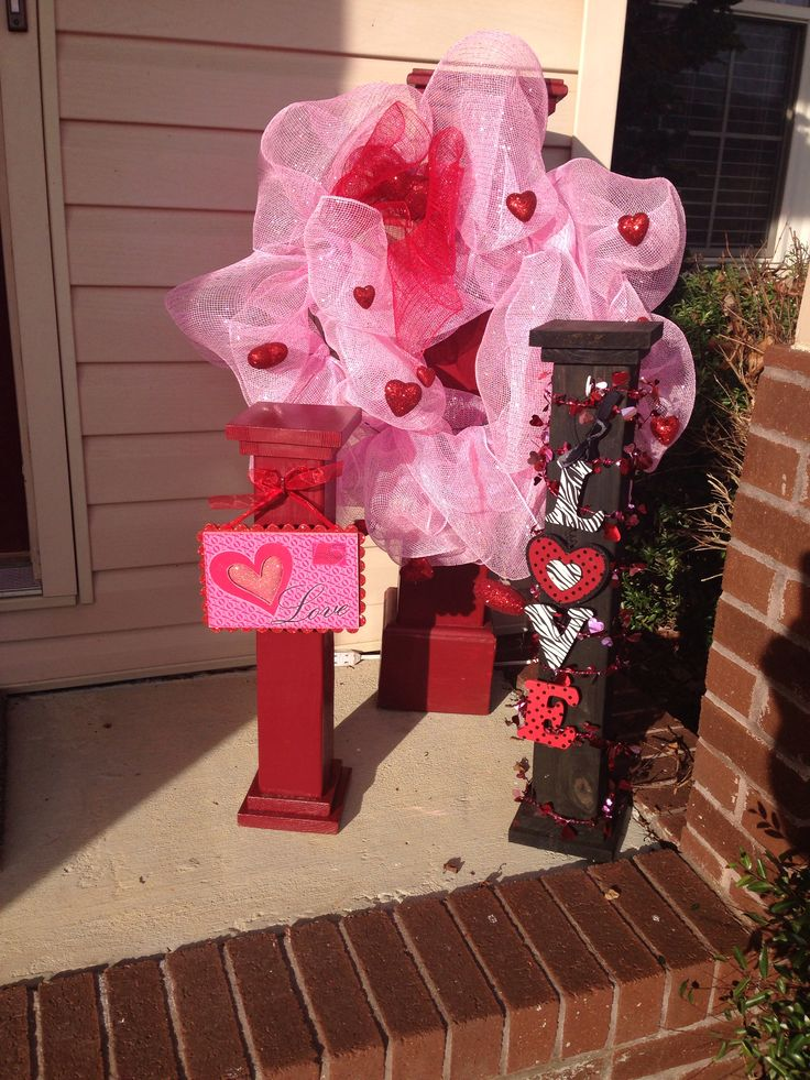 1000 Images About Valentine S Day Door Porch Ideas On Pinterest Deco Mesh
