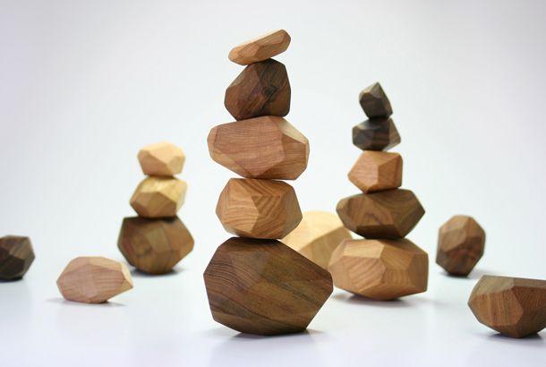 木製の石で積み木をしよう | roomie(ルーミー)