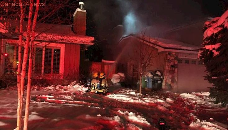 Calgary firefighters battle fire and ice at Bonavista home