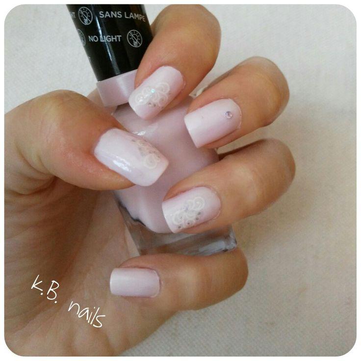 Nails / Sally Hansen Crème de la Crème / frozen winter