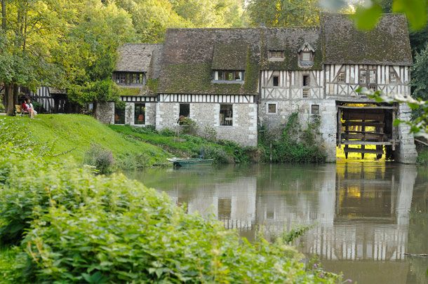 Moulin, Andé (27), France. http://www.moulinande.com/galerie.php | Img: Philippe Deneuve @ Normandie Tourisme. http://www.normandie-tourisme.fr/articles/moulin-d-ande-474-1.html