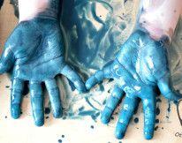 Malowanie łapkami – zabawa sensoryczna