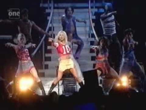 Britney Spears- Baby One More Time (Oops Tour) - YouTube