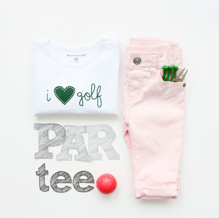 Newborn baby t-shirt ''I Love Golf''. The perfect baby shower gift for golf loving parents! As we say; Big golfers come in small packages ;-)