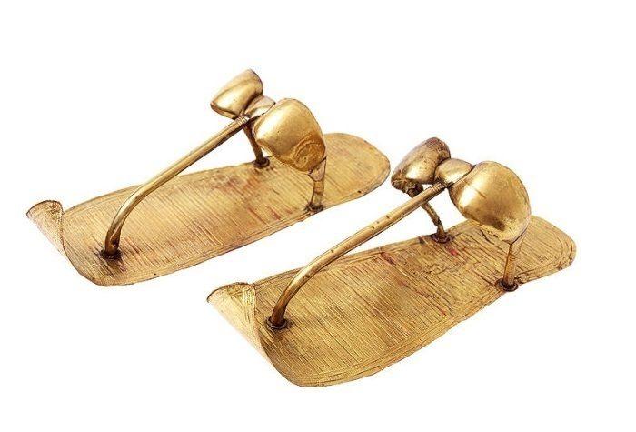 Золотые сандалии Тутанхамона спустя века отдали в срочный ремонт