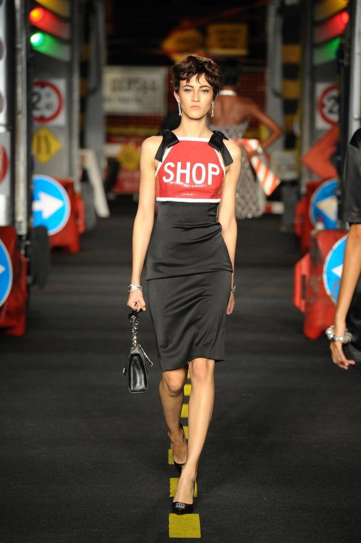 Moschino Spring-Summer 2016 / Milano Fashion Week -  - Read full story here: http://www.fashiontimes.it/galleria/moschino-spring-summer-2016-milano-fashion-week/