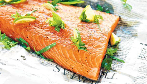 Grillad laxsida med lime och örter - Norsk fisk