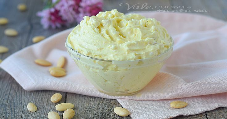 CREMA FRANGIPANE ricetta facile e velocissima ideale per farcire qualsiasi tipo di dolce, a base di mandorle burro e zucchero, una crema golosa!