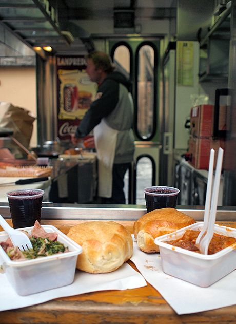 The Lampredotto and Trippa carts : great article on these local favorites :)
