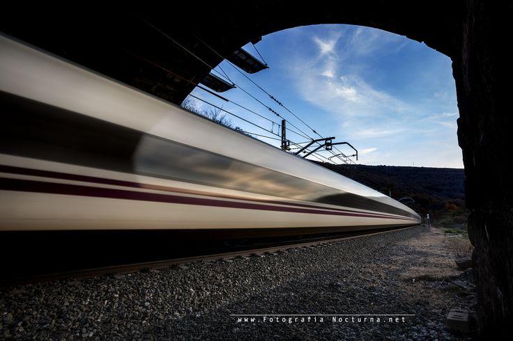 #Tren #Renfe #Alvia #Trazas #ND8 #fotografonoctuno #Cantabria #CantabriaNocturna por www.fotografianocturna.net