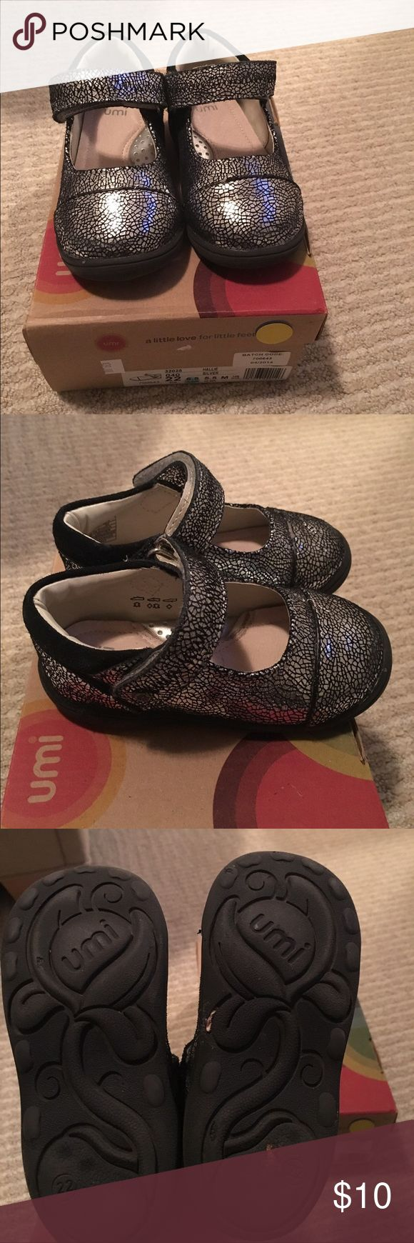 Size 22 (6.5) umi toddler girls shoes Beautiful toddler girls party shoes in excellent condition. They were worn less than 10 times. They are a size 22 (6.5) according to the size chart, but they run big. My daughter wore them when she was a 6.5/7. Umi Shoes Dress Shoes
