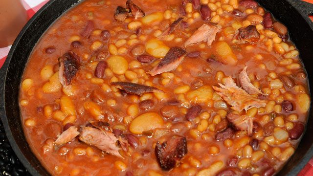 Chef Mike Mills shares the recipe for his tangy baked beans for Good Morning America's Big Apple BBQ!