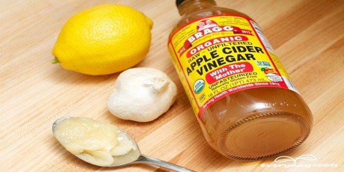 We hebben al vaker gehoord over gezonde recepten met appelazijn of honing. Appelazijn en honing behoren tot de meest krachtige ingrediënten die er zijn. Ze zijn zeer nuttig voor onze algehele gezon…