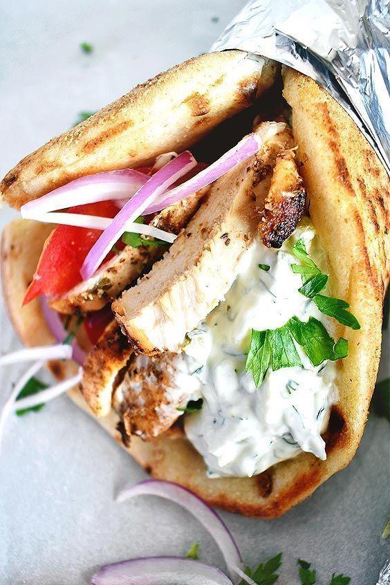 Chicken Gyros Rezept mit Tzatziki-Sauce – Die besten griechischen Chicken Gyros …   – Essen