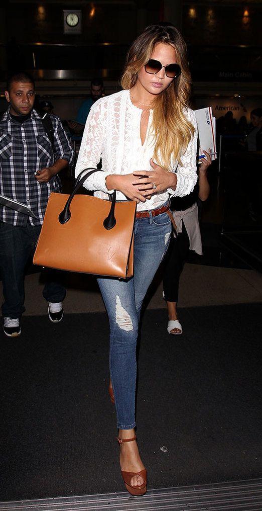 El pantalón blanco de Diane Kruger, el bolso de Olivia Palermo, la camiseta de Gigi Hadid... Las prendas denim se mezclan con accesorios en nude, vuelven las camisas escocesas y el blanco, esta...