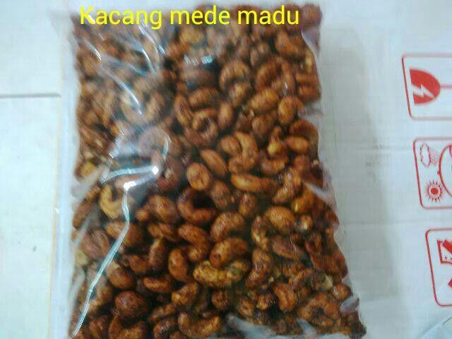 #Kacang mede madu. 1kg = 165ribu. 1/2kg = 93ribu