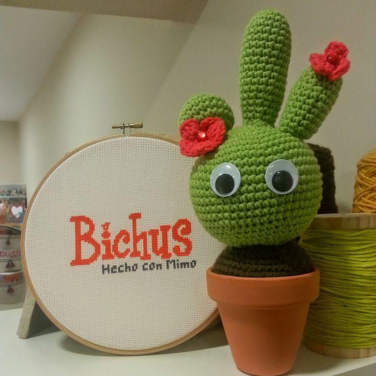 Cactus Amigurumi - Patrón Gratis en Español  aquí: http://blog.bichus.es/2014/08/cactus-amigurumi-patron-paso-paso.html
