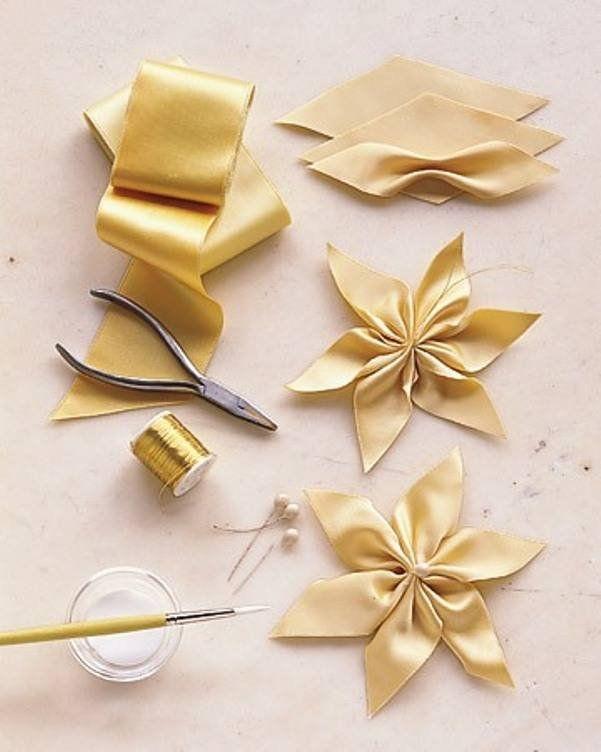 Co Mozna Zrobic Z Satyny Kwiaty Waskich Wstazek Fabric Flowers Diy Fabric Flowers Ribbon Crafts