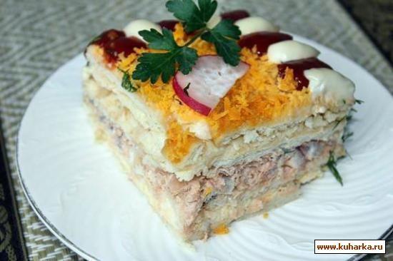Рыбный салат-торт с крекерами