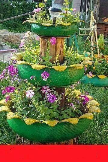Reutilização de pneus para criação de um jardim vertical.