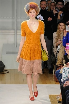 London Fashion Week : Gallery : Moschino Cheap And Chic. Love this!