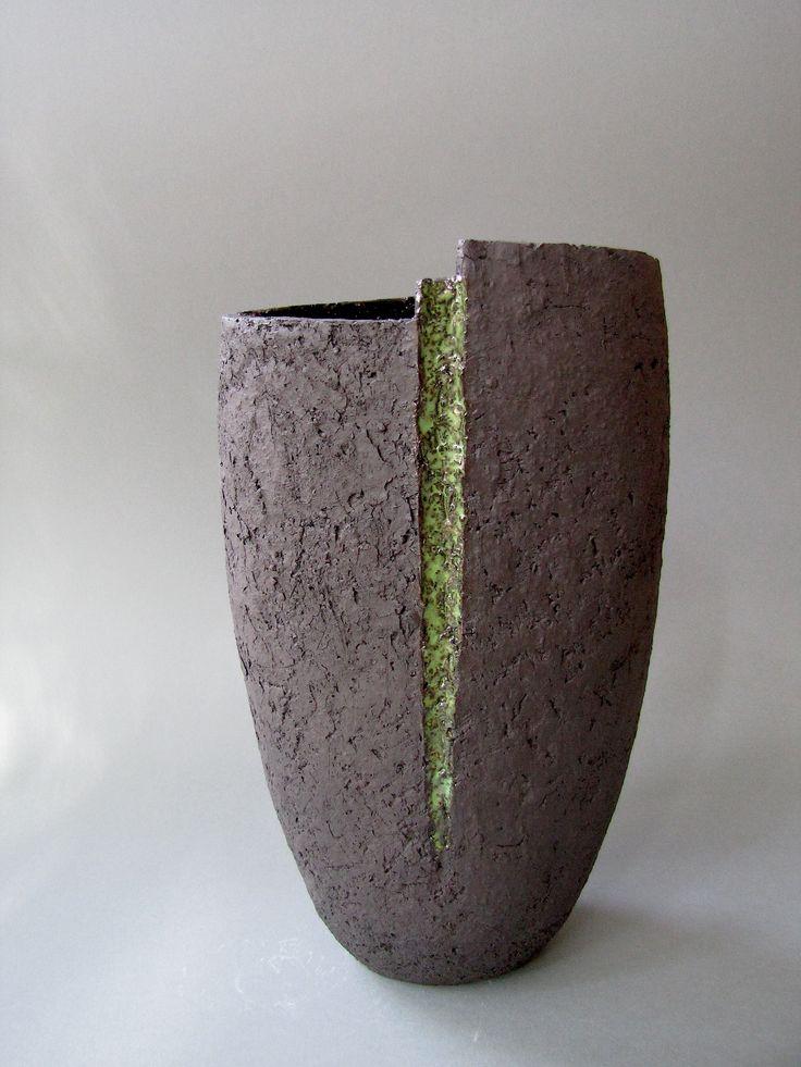 schwarze Vase mit Grün