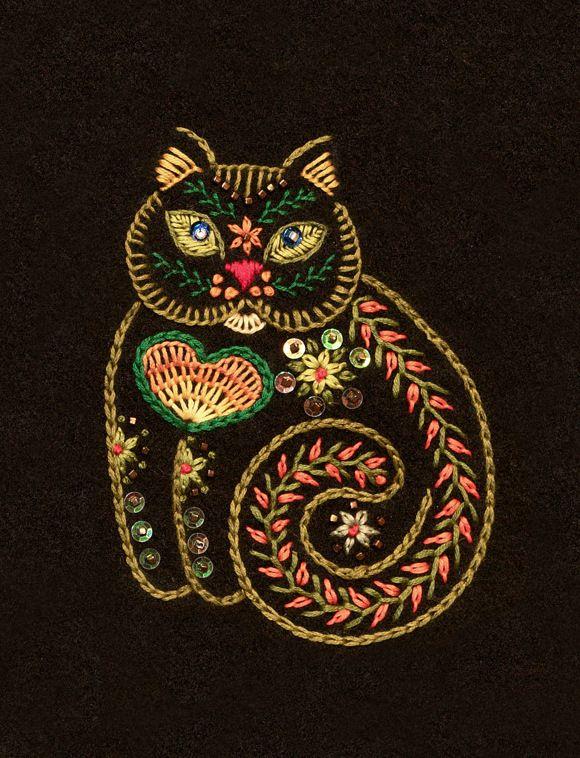 Cat embroidery on felt by Helene Knott | 2014 workshop