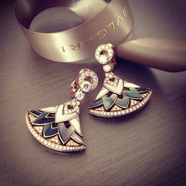 Boucles Diva, Bulgari | #luxurydesign exclusive jewelry, expensive brands, inspiration . Visit www.memoir.pt