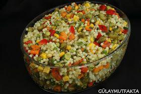 Yıllardır severek yapıp yediğim kuskus salatası elimdeki malzemelerle bazen değişiklik gösterse de çoğunlukla yaptığım şeklini yazdım. Şim...