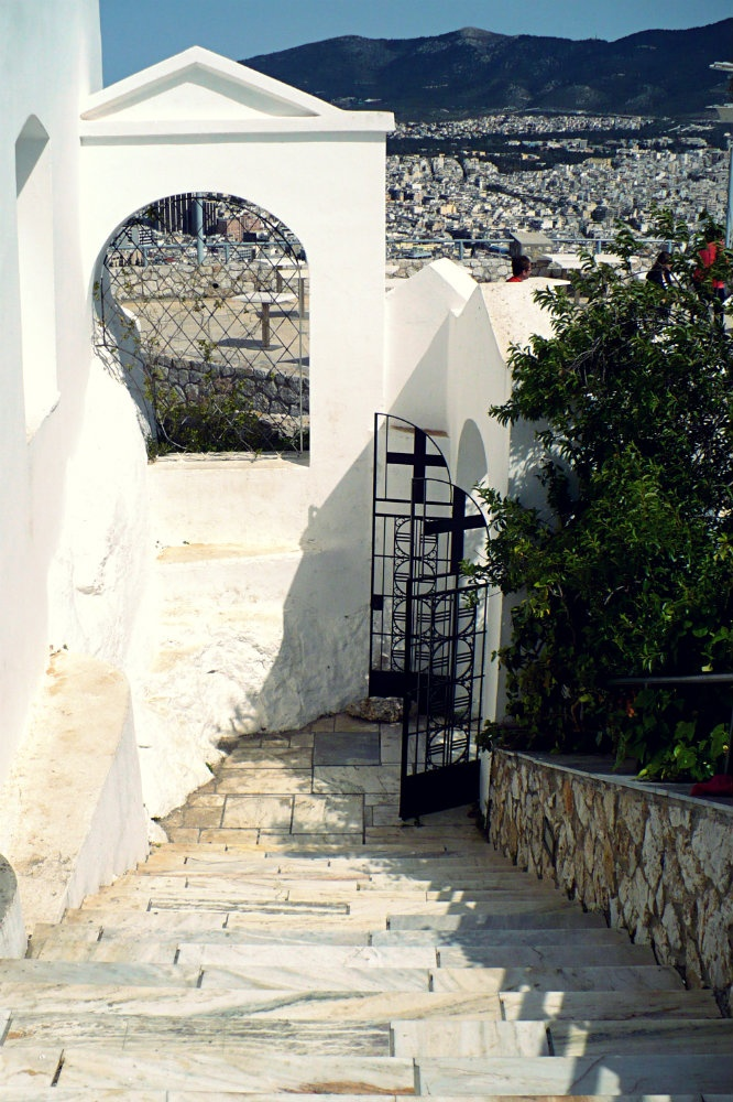 The back exit of Agios Georgios Church that leads down to Kolonaki. (Walking Athens, Lycabettus - r.11)