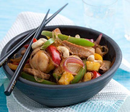 Jag gör ofta wok som en kylskåpsrensning och använder de grönsaker och rotfrukter som finns hemma.