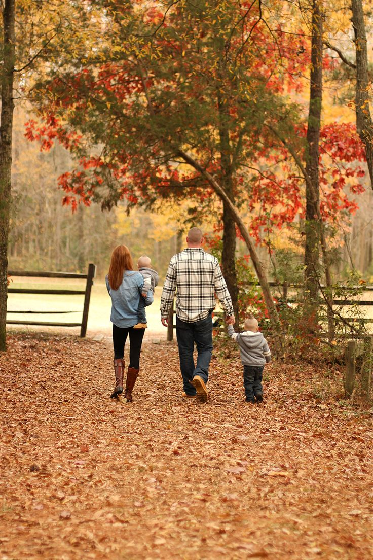 fall family photos / photo by jessicacochranblog.com / see more at TheIndieTot.com