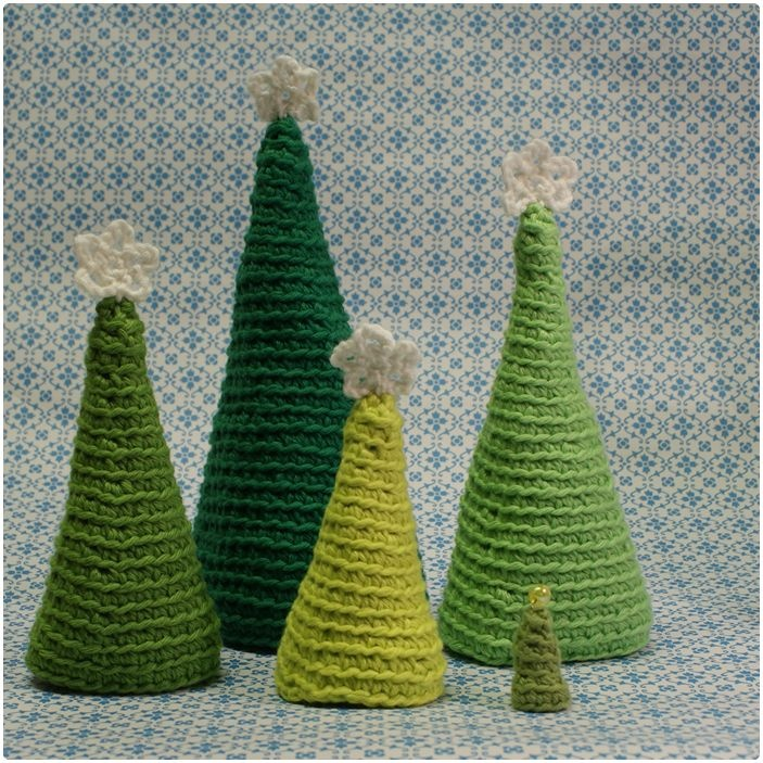 forest of crochet Christmas trees, Karen Klarbæks Verden: 5. Låge i min DIY julekalender