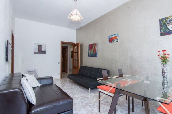 Barcelona, Spain Vacation Rental, 2 bed, 2 bath with WIFI. Thousands of photos and unbiased customer reviews, Enjoy a great Barcelona apartment rental perfect for your next holiday. Book online!