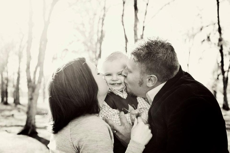 Family pictures: Pictures Ideas, Photo Ideas, Cheeks Kiss, Kissi Sandwiches, Families Pictures Y, Families Photo, Cute Families Pictures, Kid, Families Pictures Obvi