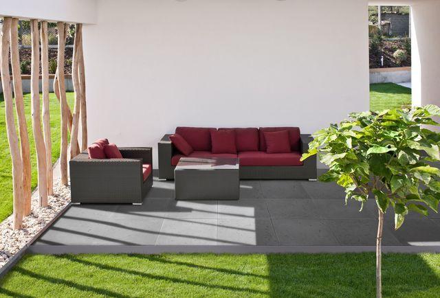 Magnifique jardin avec un canapé d'extérieur