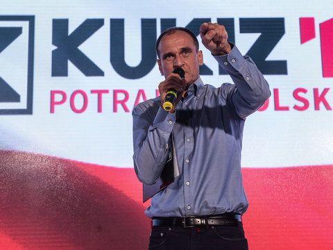 """- Dokonujemy w tej chwili cudu, przełamujemy system - powiedział Paweł Kukiz w """"Kropce nad i"""" w TVN24. Gość Moniki Olejnik podsumował w ten sposób swoje dotychczasowe dokonania polityczne. Przewodnicz..."""