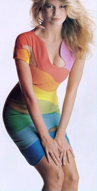 Claudia Schiffer in Thierry Mugler in 1990. I wish this dress was still around!