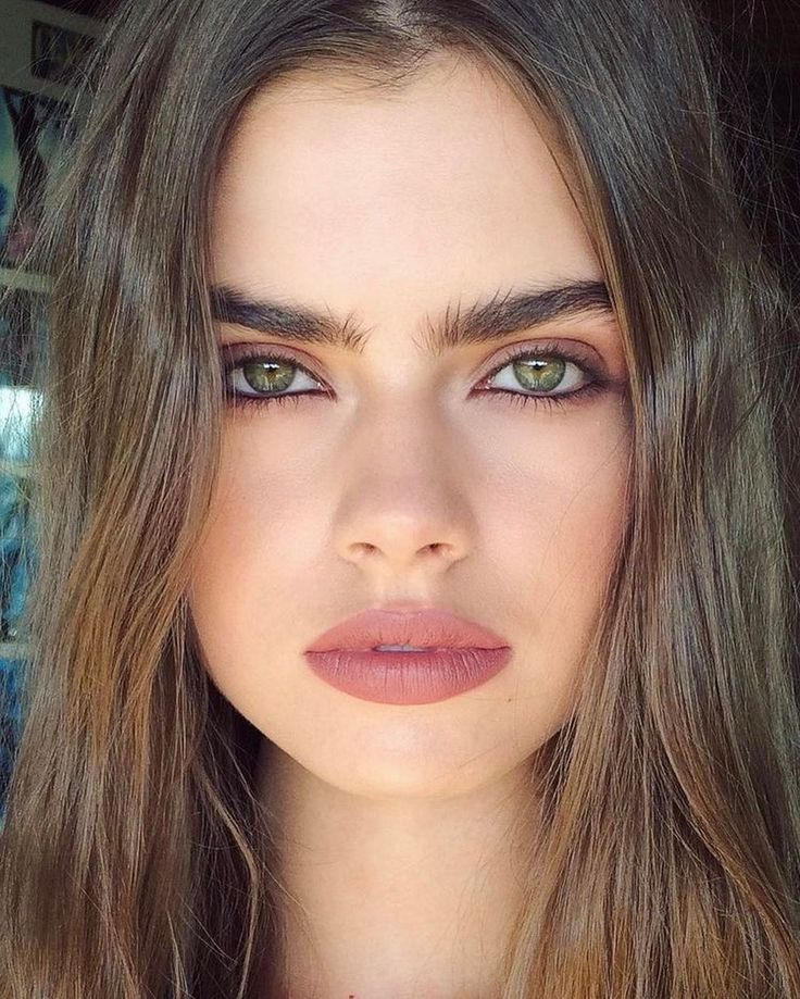Cool 88 Bold Lipstick Ideas Suitable for This Summer. More at http://aksahinjewelry.com/2017/08/26/88-bold-lipstick-ideas-suitable-summer/