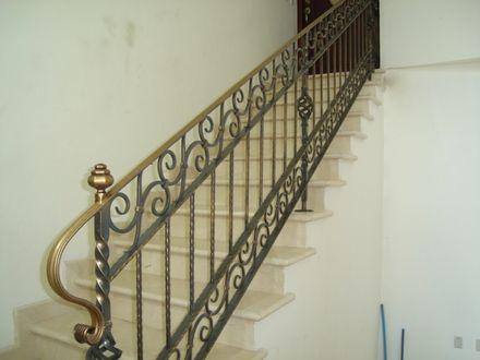 hierro forjado en casa barandales escaleras verjas pasamanos balcones ventanas modernas recibidores