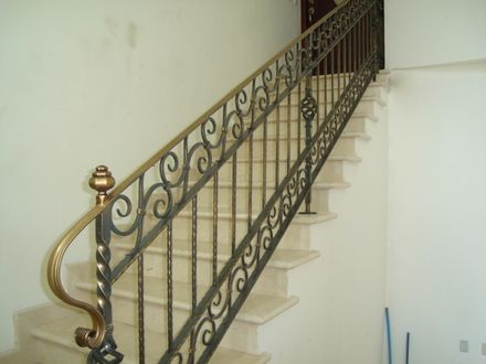 pasamanos de metal para escaleras